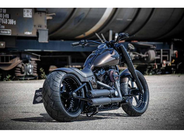 Harley-Davidson_Fat_Boy_-_Milwaukee_8_-_brown-001