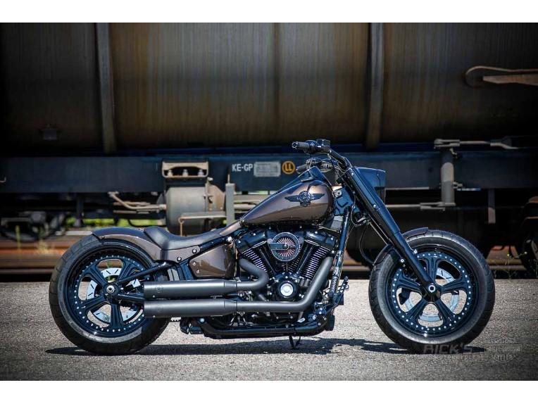 Harley-Davidson_Fat_Boy_-_Milwaukee_8_-_brown-005