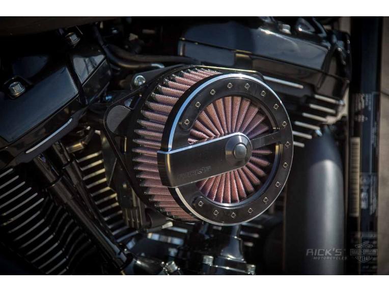 Harley-Davidson_Fat_Boy_-_Milwaukee_8_-_grey-034