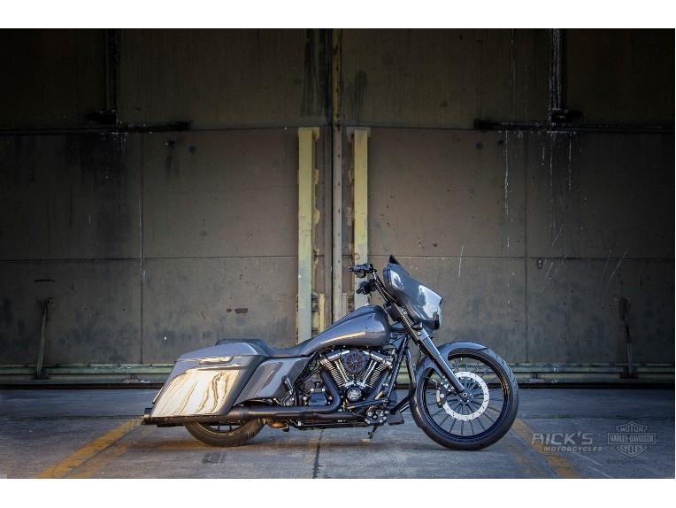 Harley-Davidson_Street_Glide-Custom-Ricks009