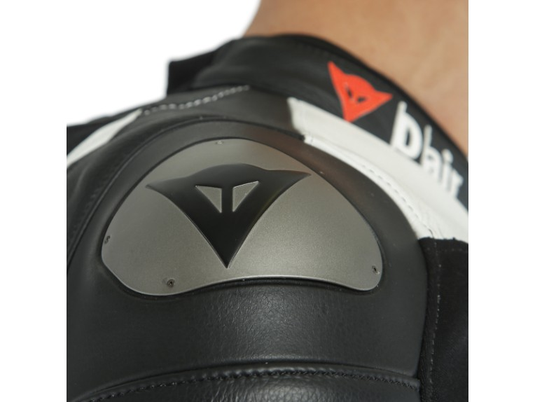 Dainese_Avro_2-Air_2PCS_Suit_black-white-fluo_red17