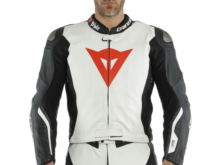 Dainese_Avro_2-Air_2PCS_Suit_black-white-fluo_red20