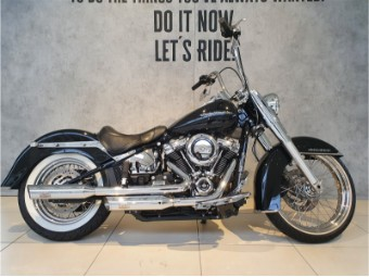 FLDE Softail Deluxe