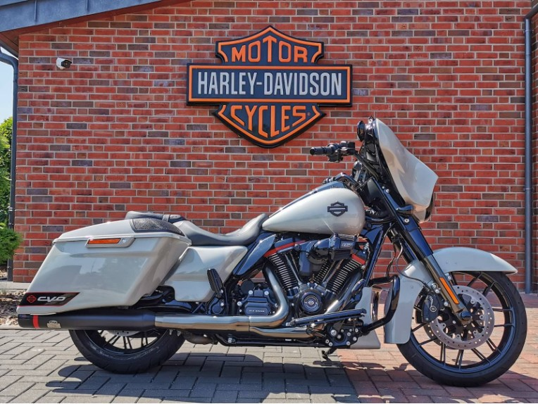 HARLEY-DAVIDSON FLHXSE CVO Street Glide, 5HD1PXL43LB955429