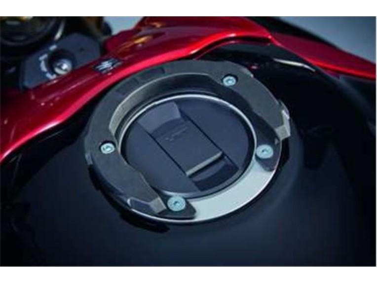 990D0-04105-000, Ringbefestigung für Tankrucksack